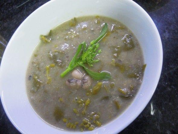 Grafe e faca Sopa de grelos com feijão frade
