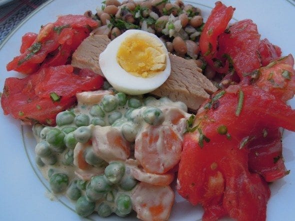 Grafe e Faca Atum com tomate, ervilhas e feijão frade