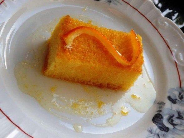 Grafe e Faca Bolo de laranja regado com xarope
