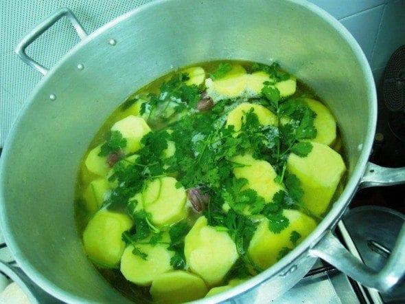 Grafe e Faca Batatas de Coentrada3 batatas de coentrada - Batatas de coentrada (para 8 pessoas)