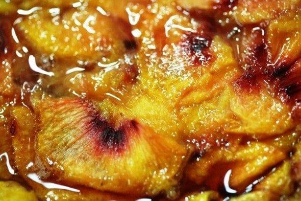 Grafe e Faca Bolo de Pessego bolo de pêssego Bolo de Pêssego, uma pessegada maravilhosa Grafe e Faca Bolo de Pessego 590x393