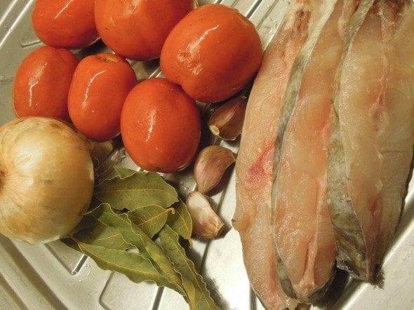 Grafe e Faca Peixe Galo no Forno1 peixe galo no forno Peixe Galo no forno com tomate (4 pessoas) Grafe e Faca Peixe Galo no Forno1 590x442