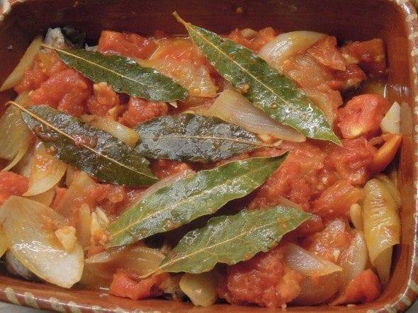Grafe e Faca Peixe Galo no Forno4 peixe galo no forno Peixe Galo no forno com tomate (4 pessoas) Grafe e Faca Peixe Galo no Forno4 590x442