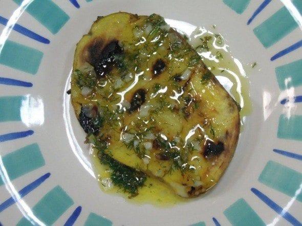 Grafe e Faca Batatas no churrasco com molho de Manteiga, Hortelã e Coentros3