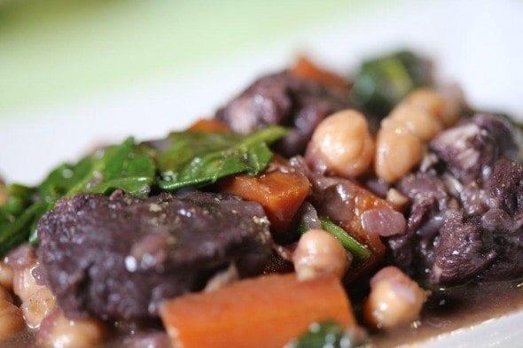 Grafe e Faca Carne de Porco à moda de Beja, com grão e espinafres   (1)
