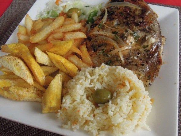DSCN2129 restaurante b.24 Restaurante B.24 no Parque em S. Tomé DSCN21291 590x443