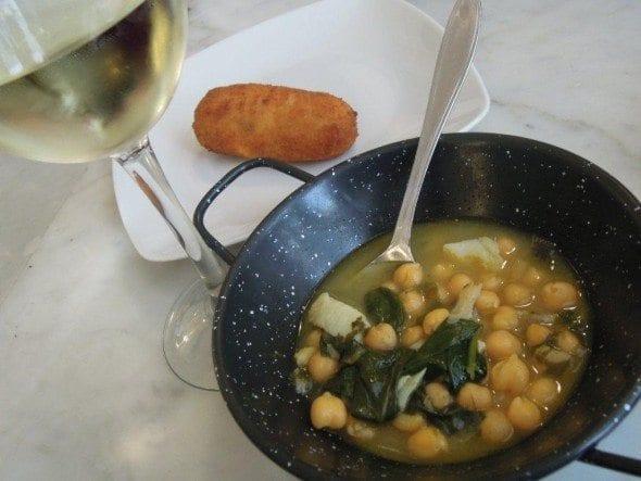 DSCN0108 sopa de grão com bacalhau e espinafres Sopa grão com bacalhau e espinafres da Taberna del Alabardero em Madrid DSCN0108 590x443