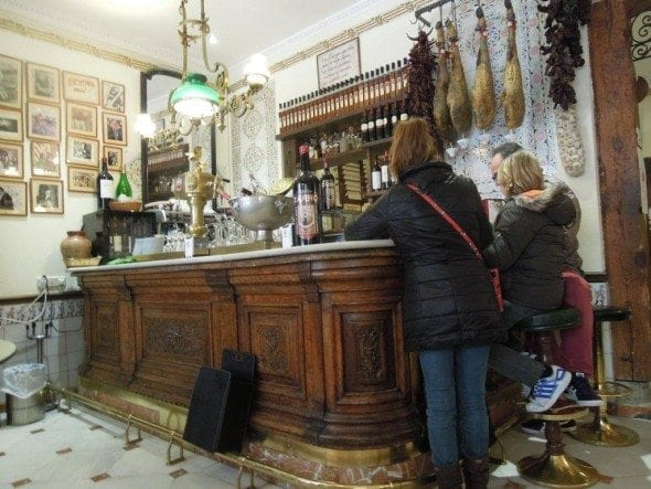 Taberna del Alabardero em Madrid sopa de grão com bacalhau e espinafres Sopa grão com bacalhau e espinafres da Taberna del Alabardero em Madrid DSCN0110 590x443