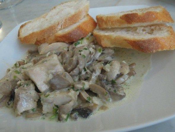 Taberna del Alabardero em Madrid sopa de grão com bacalhau e espinafres Sopa grão com bacalhau e espinafres da Taberna del Alabardero em Madrid DSCN0112 590x443