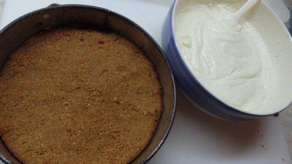 Base de Bolacha do Cheesecake de Lima e Frutos Vermelhos - Grafe e Faca