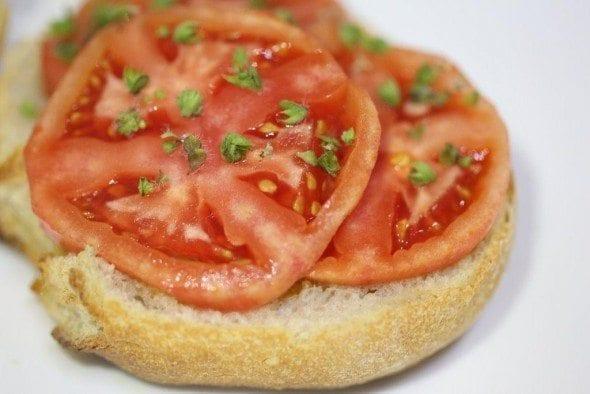 4 torradas com azeite e tomate Torradas com Azeite e Tomate 49 590x394