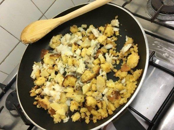 2 ovos mexidos com bacalhau, batatas e broa Ovos Mexidos com Bacalhau, Batatas e Broa 26 590x443
