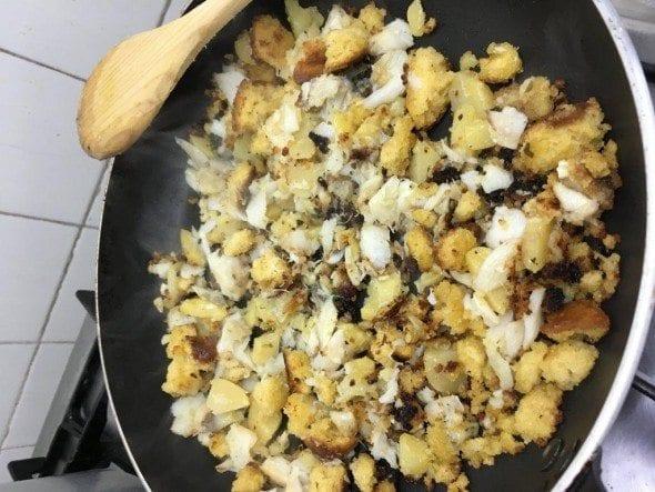 3 ovos mexidos com bacalhau, batatas e broa Ovos Mexidos com Bacalhau, Batatas e Broa 36 590x443